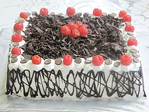 silahkan lihat foto kue black forest diatas selamat drowling alias ...